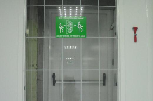 issues de secours cassables break glass emergency exit releases equipements batimpro. Black Bedroom Furniture Sets. Home Design Ideas